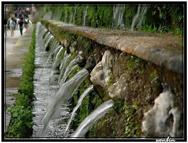 千泉宮裡整排的噴泉