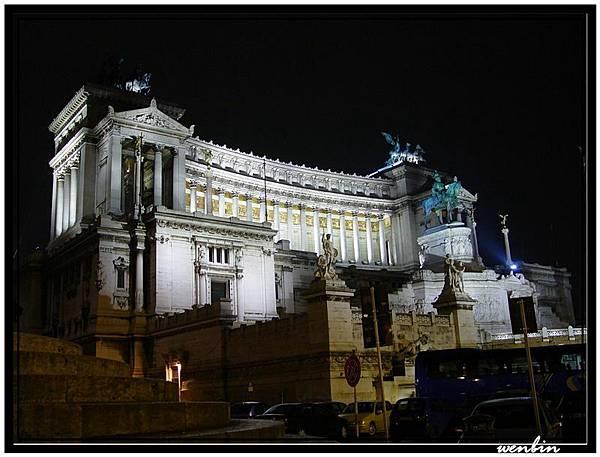 夜晚的艾曼紐紀念堂