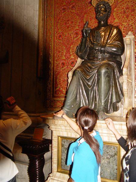 教宗庇護十一世的雕像