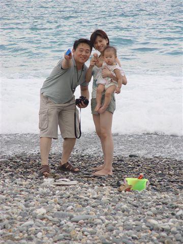 小菲菲一家人攝於七星潭