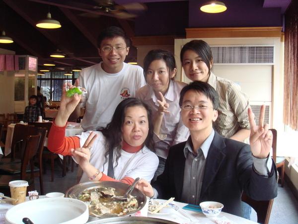與彩彩姊和校友會長洪都拉斯駐華大使秘書陳和興學長合照
