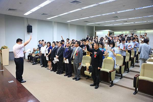 【圖三】在場貴賓一同宣讀宣誓詞。.jpg