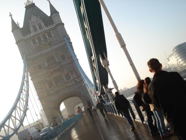 我們兩個傻到沒注意到旁邊就是倫敦塔