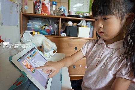 玩iPad(1).JPG