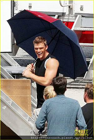 sam-claflin-jena-malone-hunger-games-catching-fire-set-04
