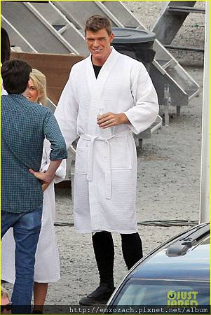 sam-claflin-jena-malone-hunger-games-catching-fire-set-07