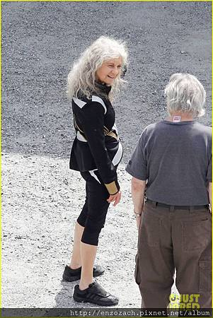 sam-claflin-jena-malone-hunger-games-catching-fire-set-10
