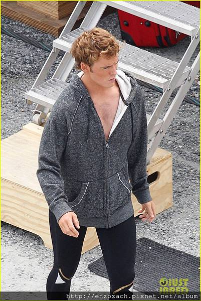 sam-claflin-jena-malone-hunger-games-catching-fire-set-12