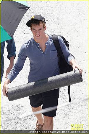 sam-claflin-jena-malone-hunger-games-catching-fire-set-13