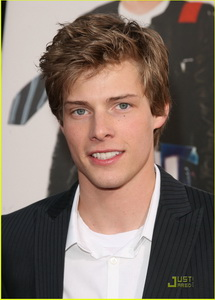 hunter-parrish-music-deal-01.jpg