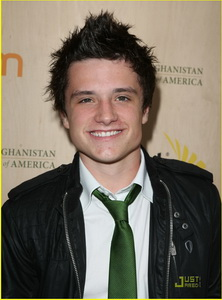 simon-curtis-josh-hutcherson-palm-party-08.jpg