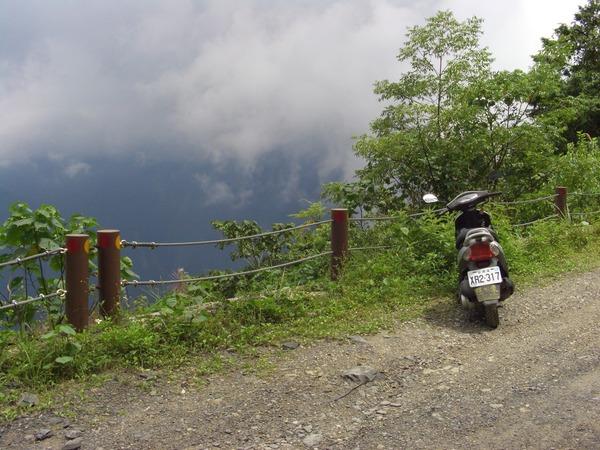 快下雨了 天空烏雲密佈