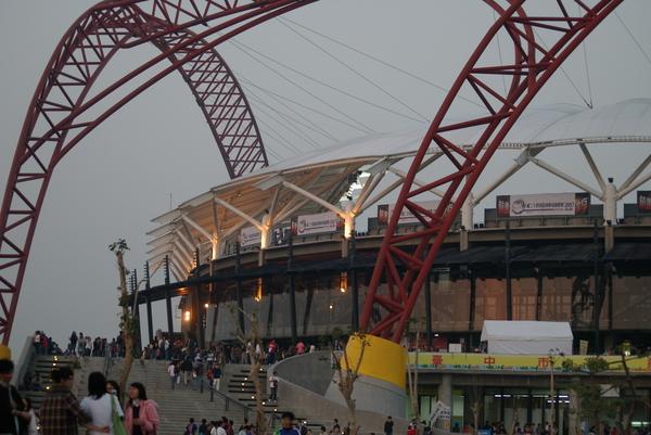 洲際球場外觀還蠻好看的