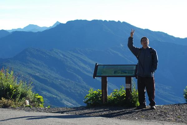 前往本日的第一座百岳合歡東峰前進摟
