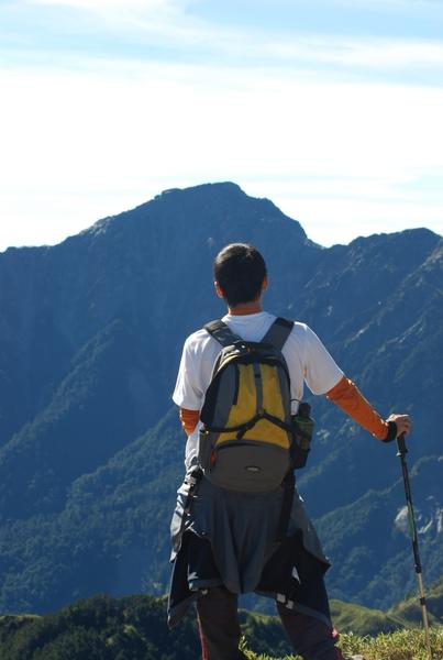 遠望著奇萊北峰 心中有股渴望想去挑戰它