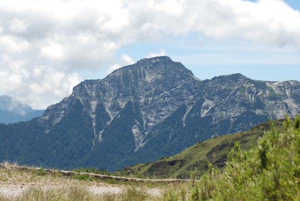 奇萊北峰險峻與壯麗的山勢深深吸引著我阿~