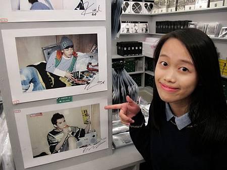 EXO簽名海報