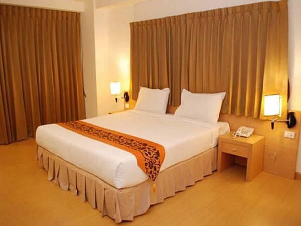 THREE SEASONS PLACE Hotel03