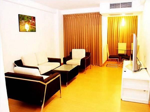 THREE SEASONS PLACE Hotel01