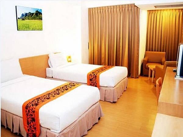 THREE SEASONS PLACE Hotel05