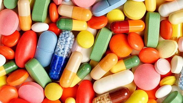 1682257-poster-1280-pills.jpg
