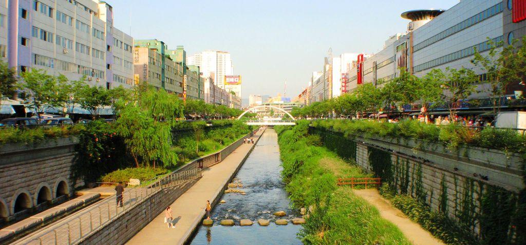 图1 环境优美的清溪川,田琨摄,2007年 - 複製.JPG