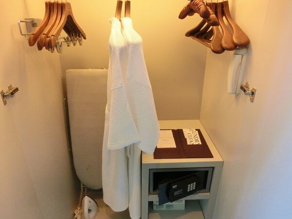 Grande-Centre-Point-Hotel-Terminal-21-Closet-and-security-box.jpg