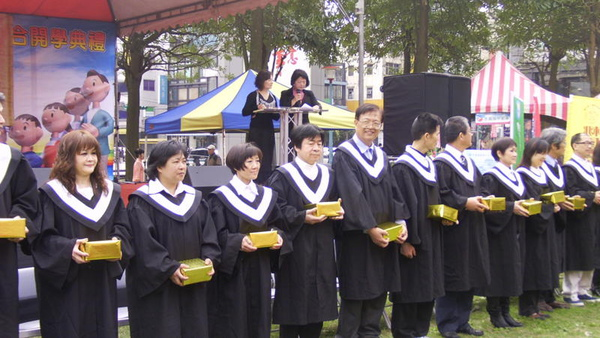 社區大學講師接受拜師禮