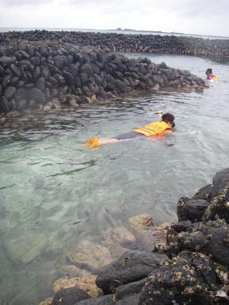 澎湖鳥嶼的第一天-下午行程-踏浪與浮潛20