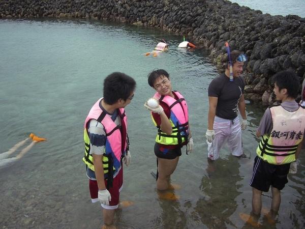 澎湖鳥嶼的第一天-下午行程-踏浪與浮潛21