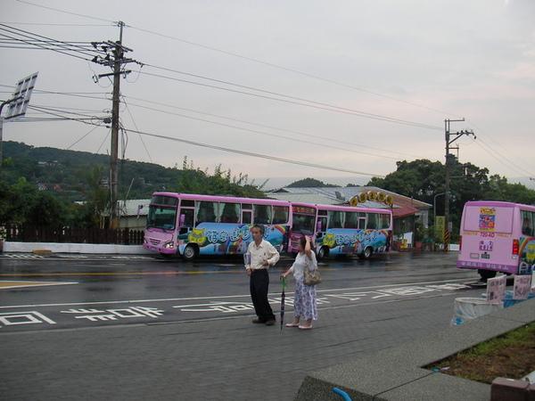 貓空纜車初體驗08_在貓空站外等接駁車07