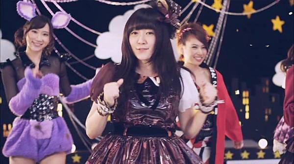 [高清正式PV]AKB48 29th - チームB推し.mkv_20121201_211144.845