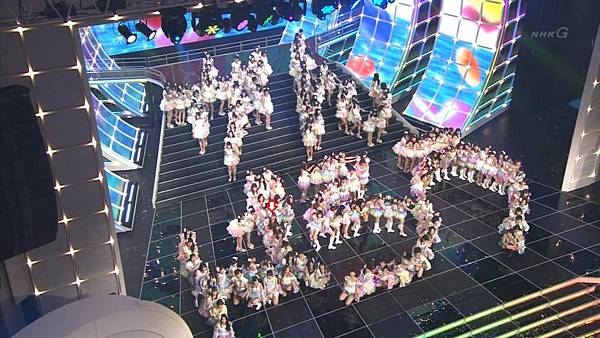 [lwtnbmy] AKB48×SKE48×NMB48 - UZA + ギンガムチェック + 真夏のSounds Good + Talk (紅白歌合戦 2012.12.31).ts_20121231_221036.295
