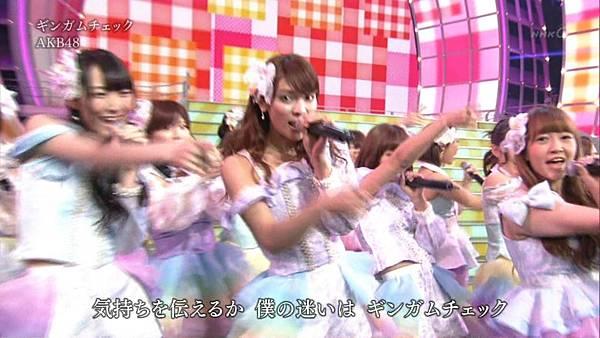 [lwtnbmy] AKB48×SKE48×NMB48 - UZA + ギンガムチェック + 真夏のSounds Good + Talk (紅白歌合戦 2012.12.31).ts_20121231_220800.419