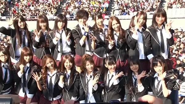 【Tomo J 字幕组】AKB48 2013真夏のドームツアーDisc10 卒业生 板野友美八年的轨迹.mkv_20131222_154427.587
