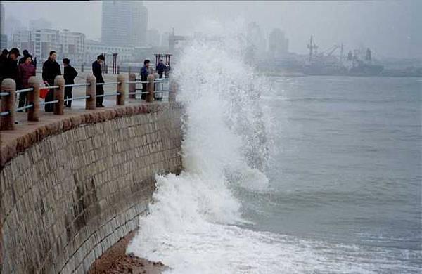 43 青島-驚濤裂岸.JPG