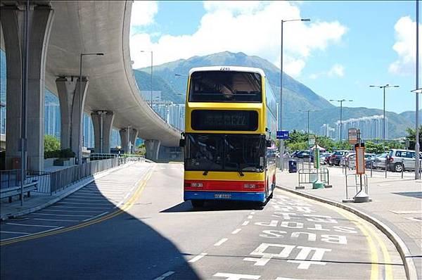 2007.8.3-8.5 機場坐巴士到東涌地鐵站 003