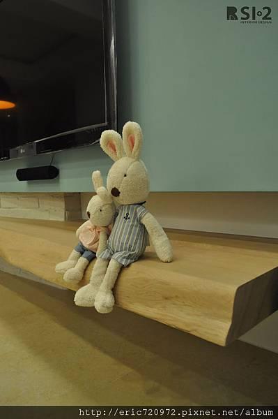 實木電視櫃&小兔兔.JPG