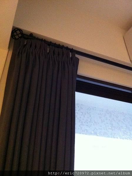 客廳窗簾桿