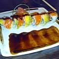壽司.鮭魚酪梨壽司捲