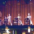 位於兩樓的表演場地,台下的食客可以看的一目了然!!