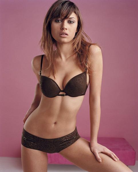 olga-kurylenko-lingerie-01.jpg