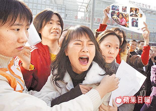 破門屠狗 北京人群起抗議-2006.11.12-03.jpg