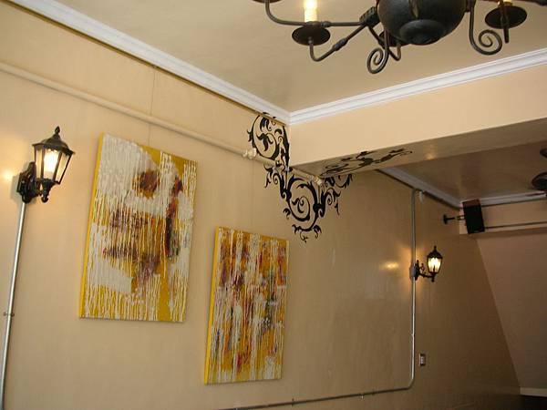 牆面轉折的插畫是阿慶的傑作.JPG