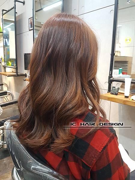 2018女生長髮髮型髮色