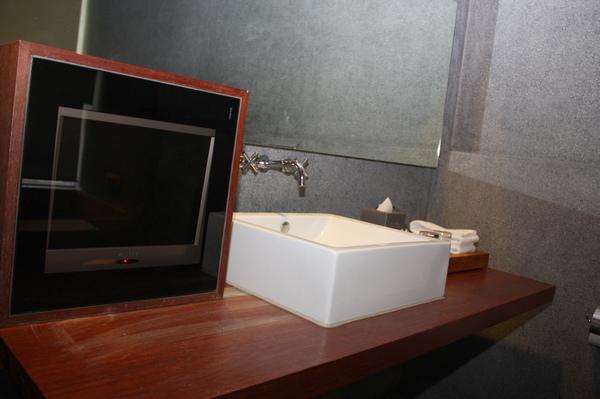 浴室的小電視