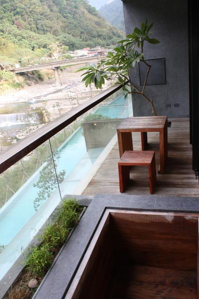 小陽台外有冷池