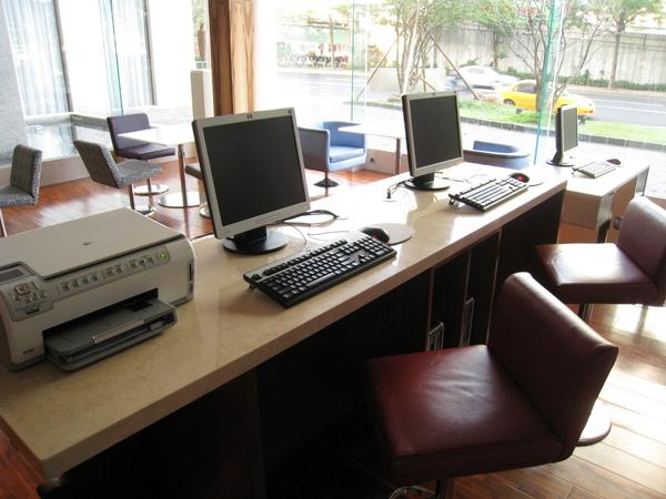 商務中心吧,有三台電腦