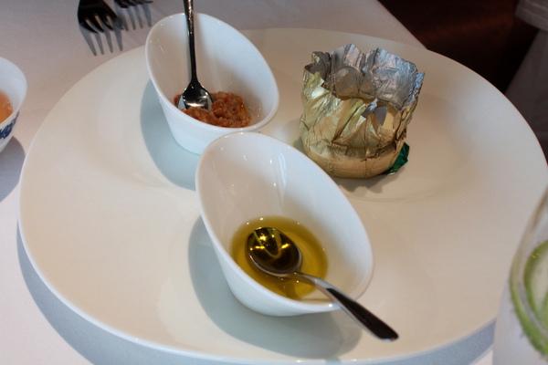 法國Echire奶油/智利橄欖油/自製煙燻茄子魚子醬
