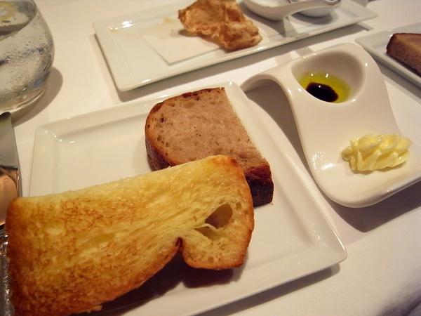 德式酸麵包&奶油麵包.JPG